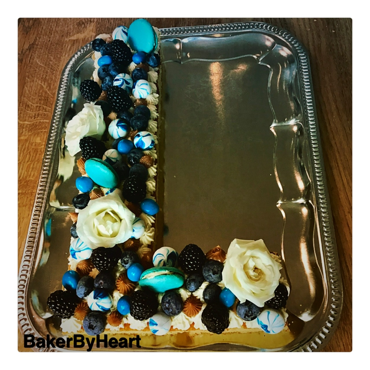 Blondie med hvid chokoladecreme – bogstavkage / talkage