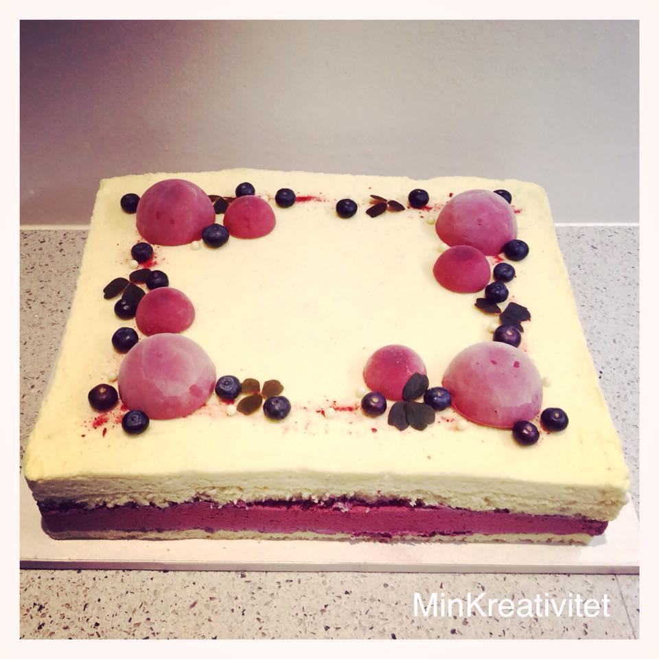 Moussekage med hvid chokolade og blåbær