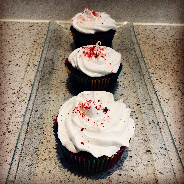 Red velvet cupcakes med vaniljefrosting