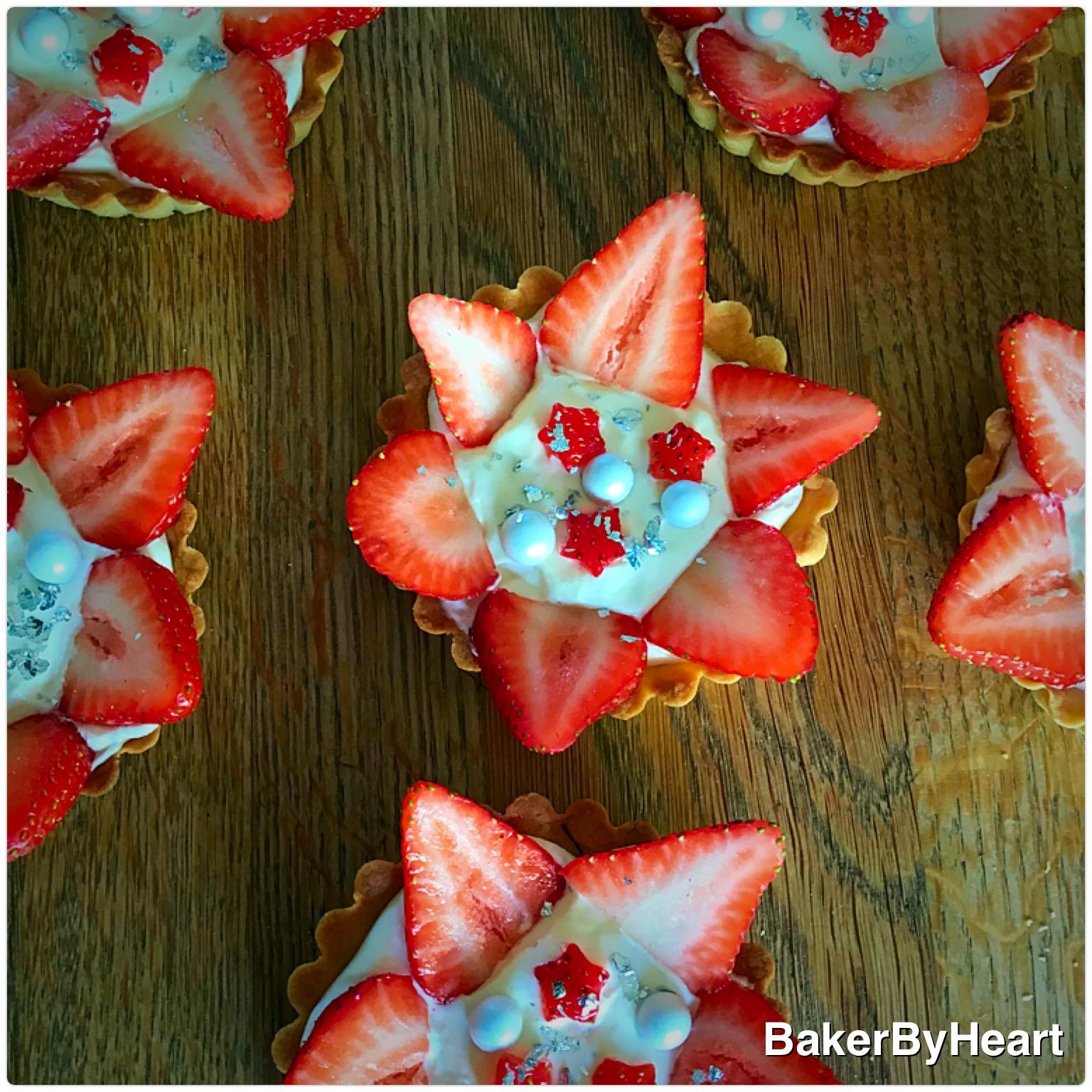 Jordbærtærter med fløjlsblød hyldeblomstcreme